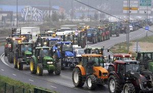 French farmers drive with their tractors to the Flaubert bridge in Rouen during a nationwide day of protest against their deteriorating economic conditions due to a fall in agricultural prices, October 16, 2009. REUTERS/Steve Bonnet (FRANCE AGRICULTURE CONFLICT BUSINESS) | (copyright The Washington Post)